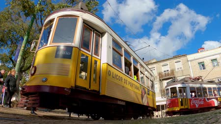 tramway : The famous historic tram cars in the city of Lisbon - CITY OF LISBON, PORTUGAL - NOVEMBER 5, 2019 Vidéos Libres De Droits