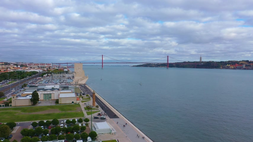 lizbona : Aerial view over the Tejo riverfront and harbor Wideo