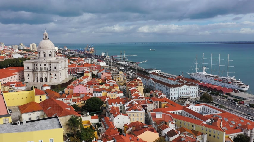 замок : Aerial view over the historic Alfama district of Lisbon Стоковые видеозаписи