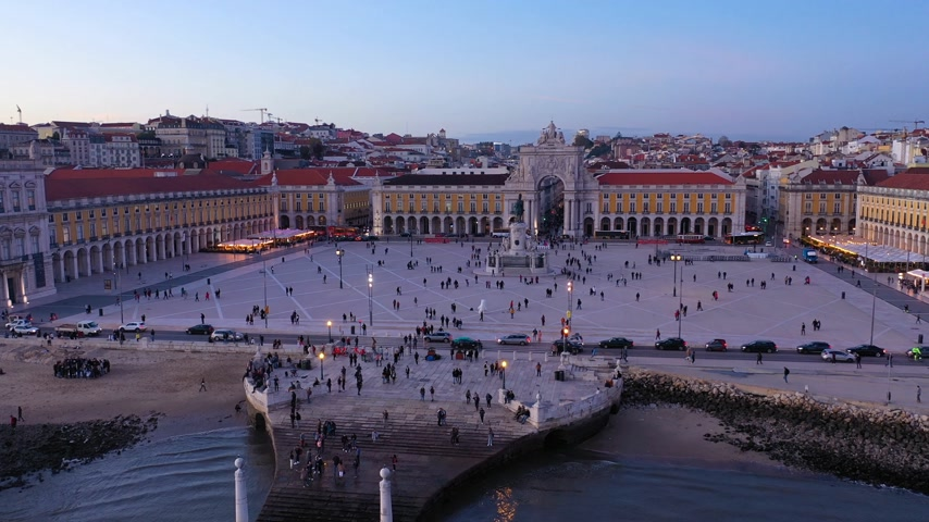 lizbona : Commerce Square in Lisbon called Praca do Comercio - the central market square in the evening - aerial view