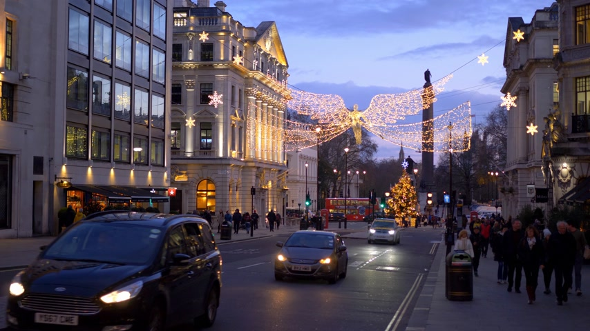 londýn : amazing London at Christmas time - LONDON, ENGLAND - DECEMBER 10, 2019