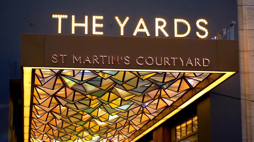 język angielski : the yards St Martins country yard London - LONDON, ENGLAND - DECEMBER 10, 2019