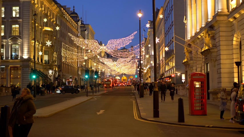 базарная площадь : wonderful Street decoration at Christmas time in London - LONDON, ENGLAND - DECEMBER 10, 2019
