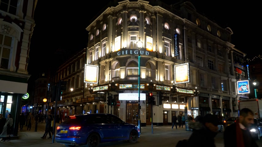 reise retro : Gielgud Theater an der Shaftesbury Avenue in London - LONDON, ENGLAND - 11. DEZEMBER 2019 Videos
