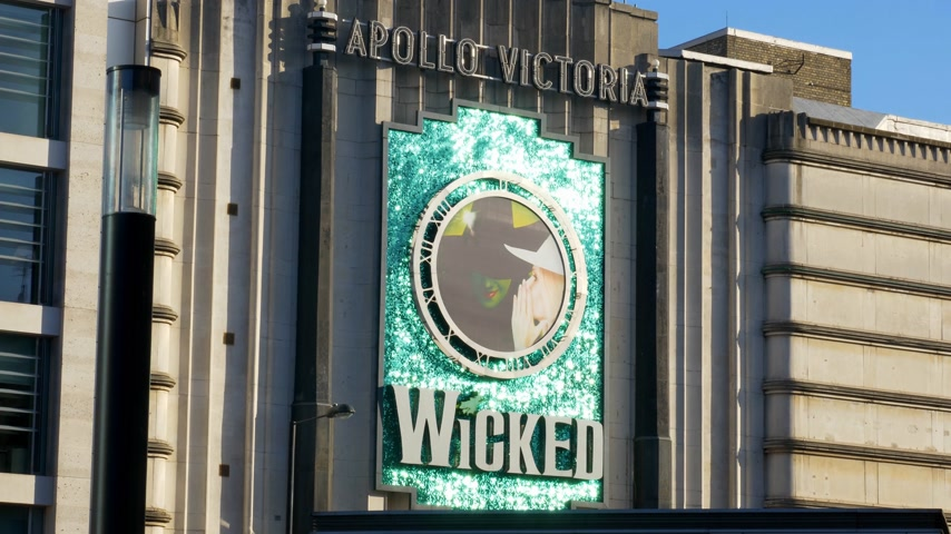 londýn : Wicked musical Apollo Theatre London - LONDON, ENGLAND - DECEMBER 10, 2019