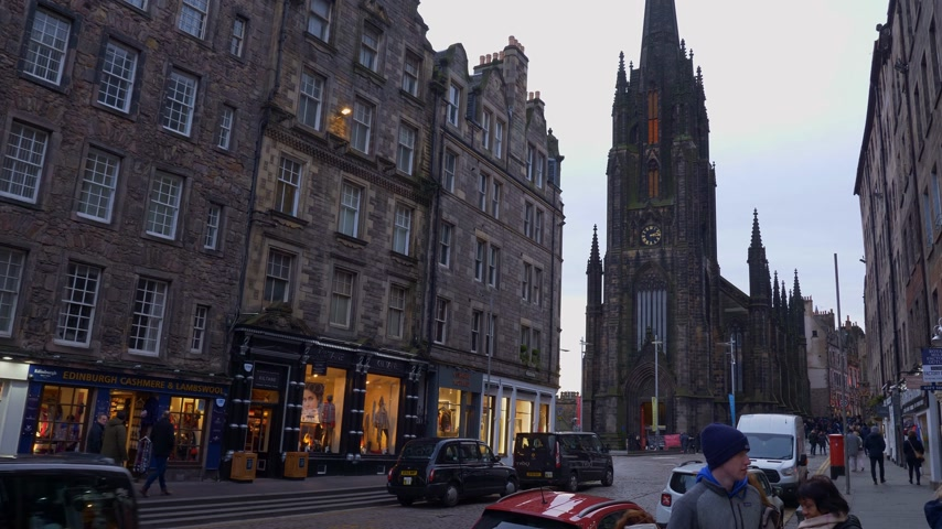 great britain : Street view of Royal Mile in Edinburgh Old Town - EDINBURGH, SCOTLAND - JANUARY 10, 2020