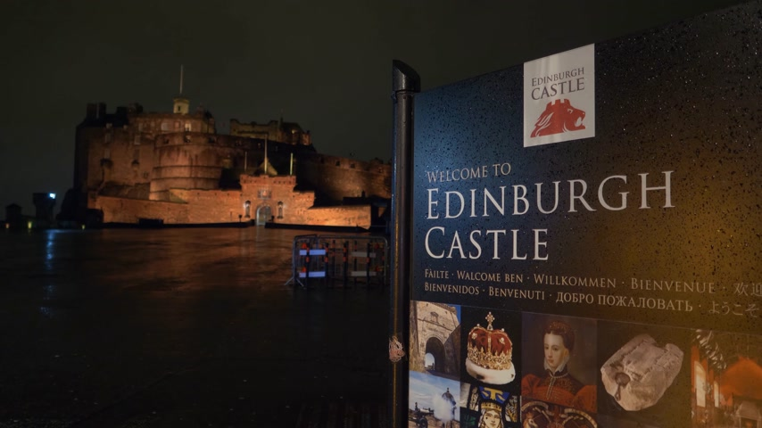 İskoçyalı : Edinburgh Castle - beautiful night view - EDINBURGH, SCOTLAND - JANUARY 10, 2020