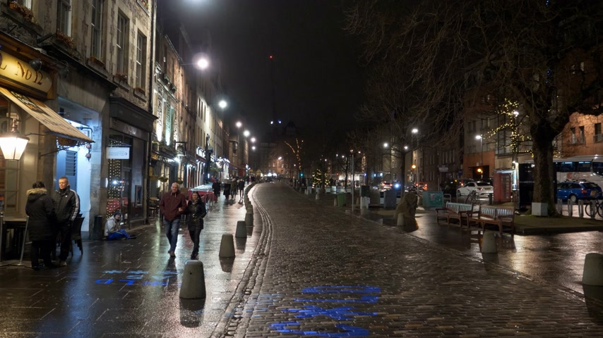 interesse : Famous Grassmarket in Edinburgh at night - EDINBURGH, SCOTLAND - JANUARY 10, 2020