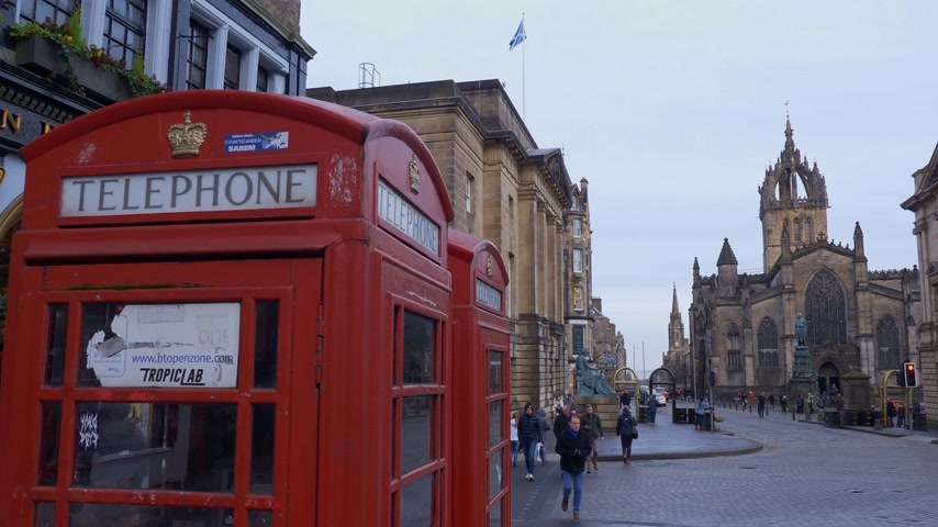 local de interesse : Old Phone Booth in Edinburgh - EDINBURGH, SCOTLAND - JANUARY 10, 2020