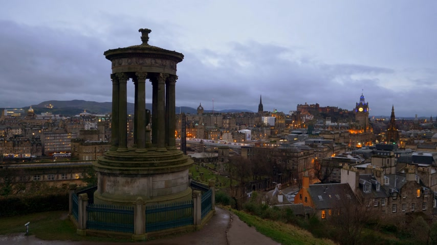 ilgi yeri : Amazing view over Edinburgh from Calton Hill in the evening - EDINBURGH, SCOTLAND - JANUARY 10, 2020