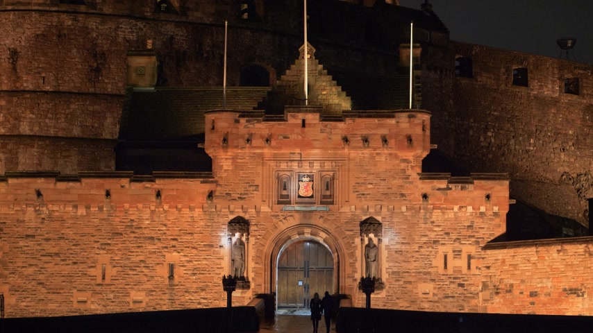 ilgi yeri : Edinburgh Castle - beautiful night view - EDINBURGH, SCOTLAND - JANUARY 10, 2020