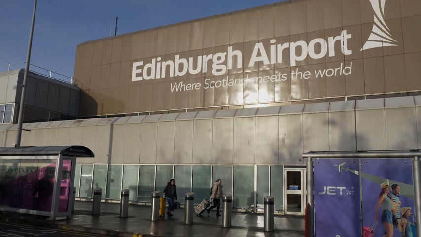 nyelv : Edinburgh Airport in Scotland - EDINBURGH, SCOTLAND - JANUARY 10, 2020