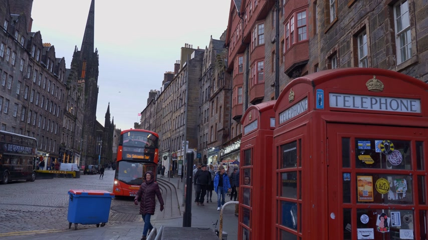 興味のある場所 : Cityscapes of Edinburgh Scotland - EDINBURGH, SCOTLAND - JANUARY 10, 2020 動画素材