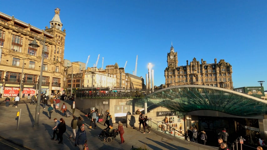 local de interesse : Waverly Mall at Waverly station in Edinburgh - EDINBURGH, UNITED KINGDOM - JANUARY 11, 2020 Stock Footage