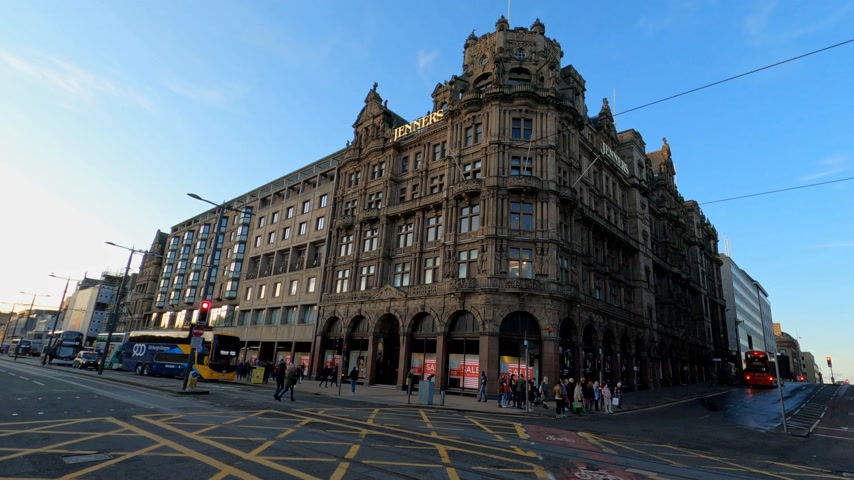 interessi : Famous Jenners Department store in Edinburgh Princes Street - EDINBURGH, UNITED KINGDOM - JANUARY 11, 2020 Filmati Stock