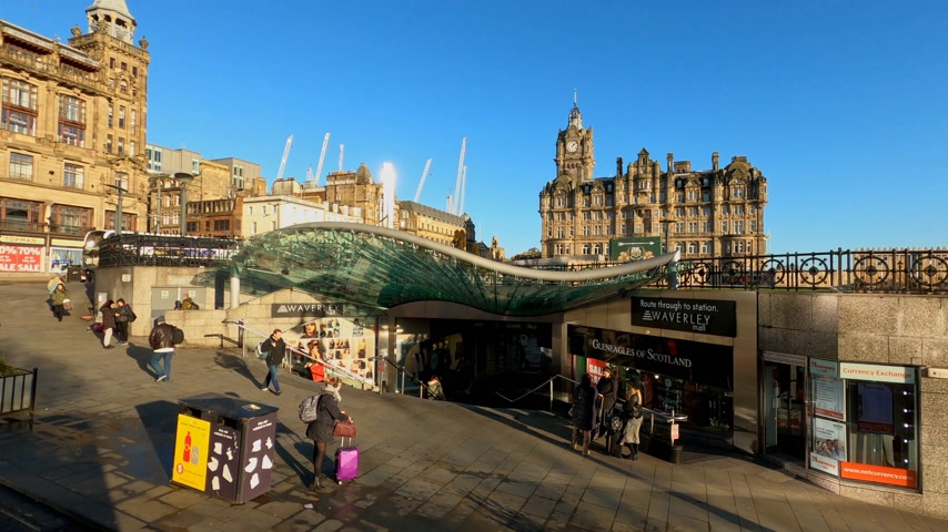 interessi : Waverly Mall at Waverly station in Edinburgh - EDINBURGH, UNITED KINGDOM - JANUARY 11, 2020 Filmati Stock