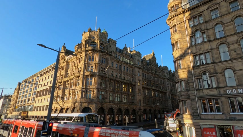 edimbourg : Cityscapes of Edinburgh - Jenners department store at Princes Street - EDINBURGH, ROYAUME-UNI - 11 JANVIER 2020 Vidéos Libres De Droits