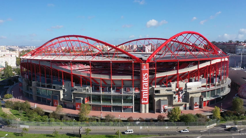 арена : Aerial view over Benfica Lisbon soccer stadium - CITY OF LISBON, PORTUGAL - NOVEMBER 5, 2019 Стоковые видеозаписи