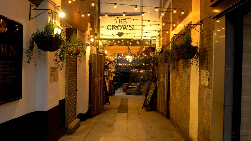 oxfordshire : The Crown Pub in the city center of Oxford - OXFORD, ENGLAND - JANUARY 3, 2020