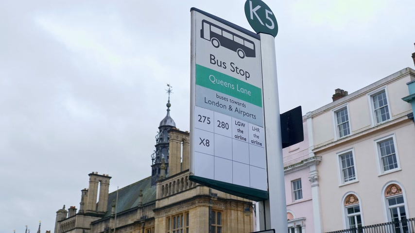 기둥 : Queens Lane Bus Stop in Oxford in England - OXFORD, ENGLAND - JANUARY 3, 2020 무비클립