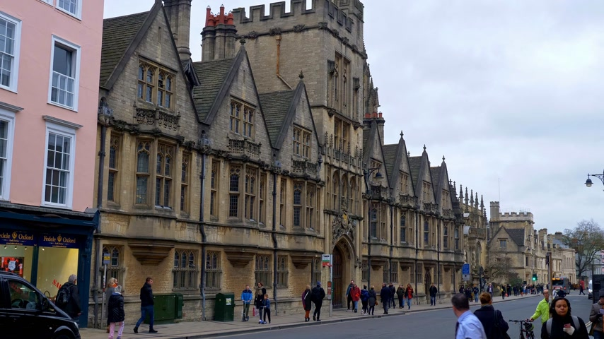 尖塔 : Cityscapes of Oxford in England - OXFORD, ENGLAND - JANUARY 3, 2020