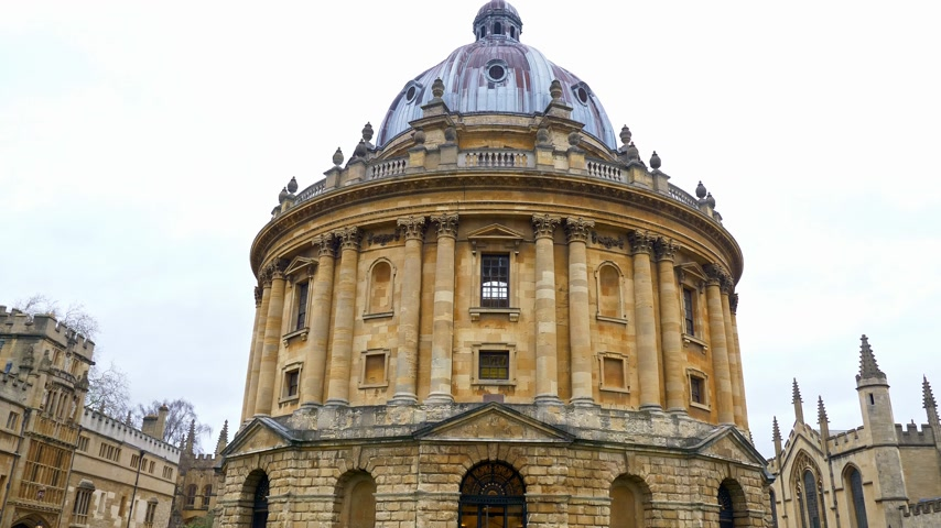 new town : Radcliffe Camera in Oxford England - OXFORD, ENGLAND - JANUARY 3, 2020 Stock Footage