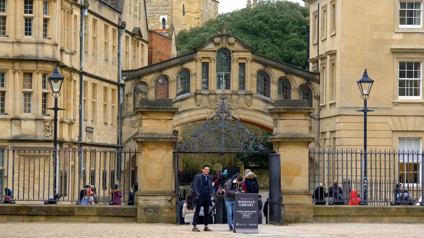 isis : Bridge of Sighs in the city of Oxford - OXFORD, ENGLAND - JANUARY 3, 2020