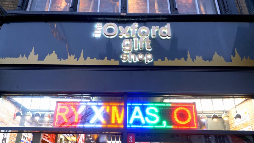 theems : The Oxford Gift Shop - OXFORD, ENGELAND - 3 JANUARI 2020 Stockvideo