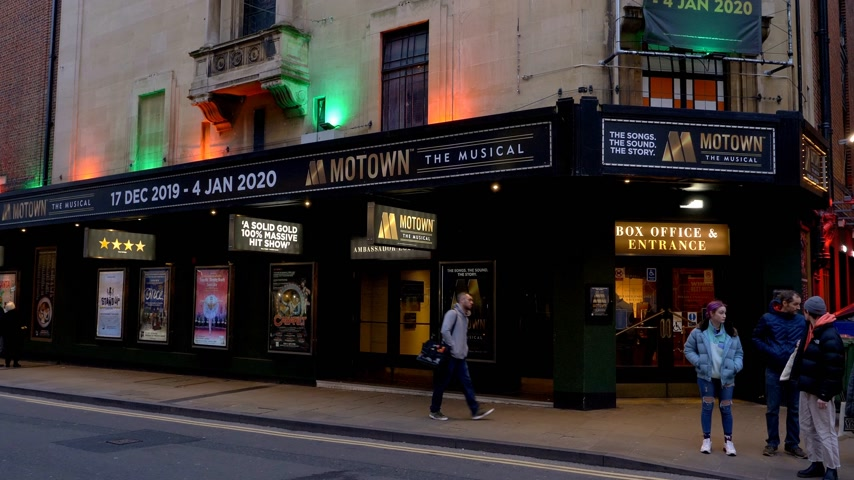 oxfordshire : Motown Musical at New Theatre in Oxford - OXFORD, ENGLAND - JANUARY 3, 2020 Stock Footage