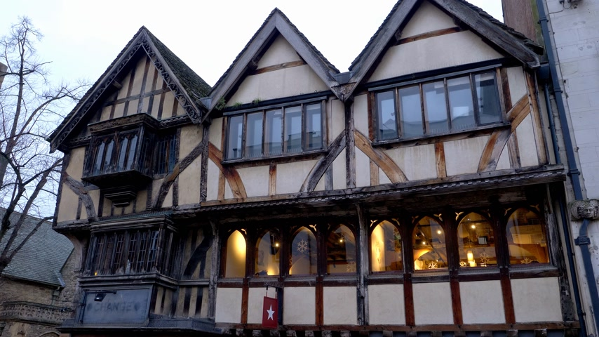 oxfordshire : Old half-timbered house in Oxford - OXFORD, ENGLAND - JANUARY 3, 2020