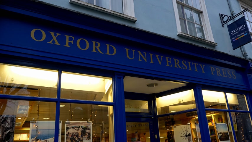 oxfordshire : Oxford University Press at High Street - OXFORD, ENGLAND - JANUARY 3, 2020 Stock Footage