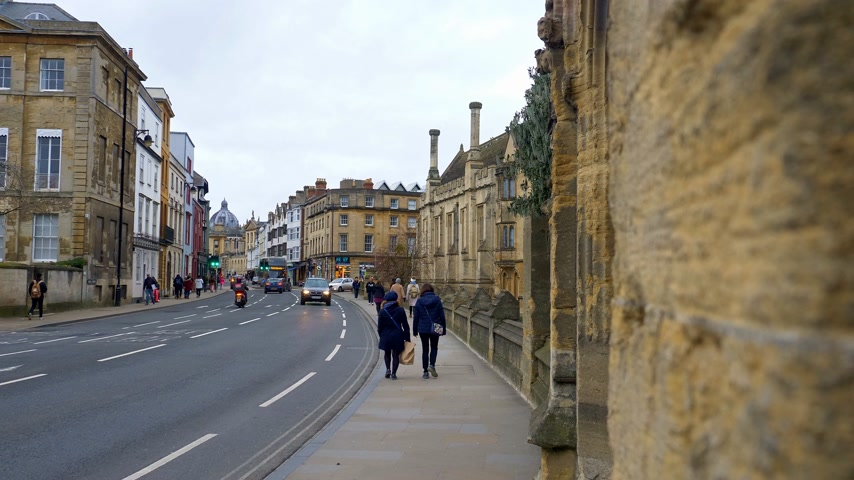 oxfordshire : High Street in Oxford England - OXFORD, ENGLAND - JANUARY 3, 2020