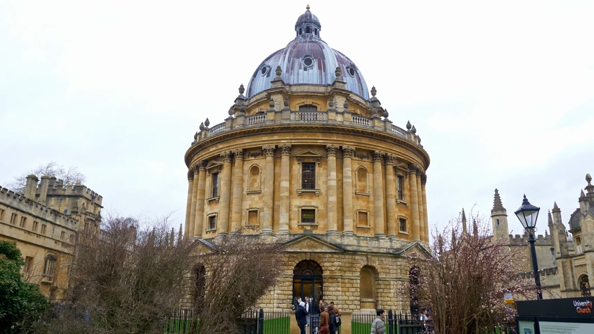 oxfordshire : Radcliffe Camera in Oxford England - OXFORD, ENGLAND - JANUARY 3, 2020 Stock Footage