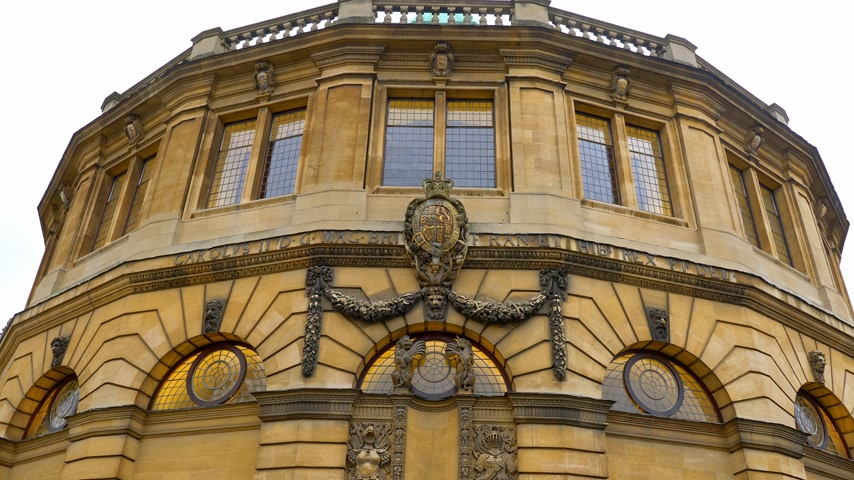 oszlopok : Sheldonian Theatre in Oxford England - OXFORD, ENGLAND - JANUARY 3, 2020