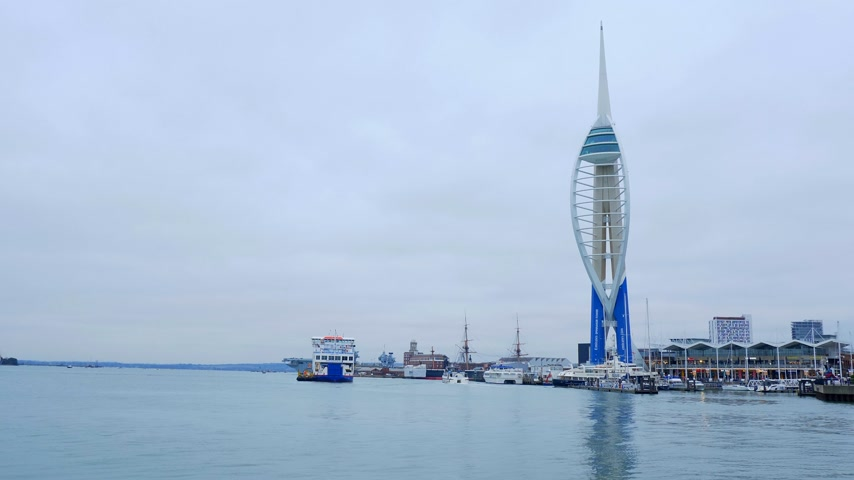 gözlem : Harbour of Portsmouth England with Spinnaker Tower - PORTSMOUTH, ENGLAND - DECEMBER 29, 2019 Stok Video