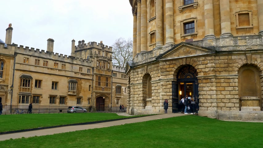 manastır : Cityscapes of Oxford in England - OXFORD, ENGLAND - JANUARY 3, 2020