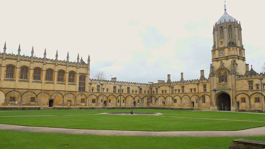 prestiž : Christ Church Cathedral and Oxford University in Oxford England - OXFORD, ENGLAND - JANUARY 3, 2020