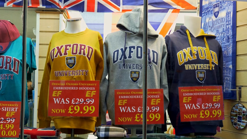 oxfordshire : Oxford University Hoodies in a souvenir shop in Oxford England - OXFORD, ENGLAND - JANUARY 3, 2020 Stock Footage