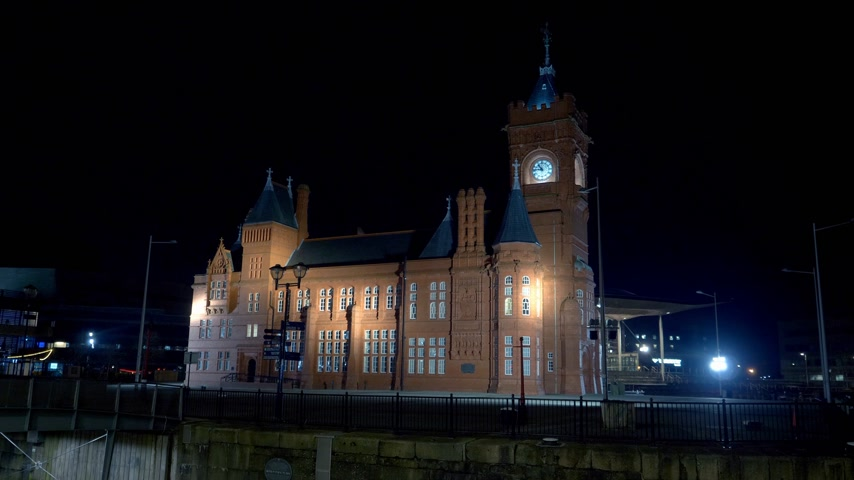 parlement : Pierhead bij Mermaid Quay in Cardiff Wales 's nachts - CARDIFF, WALES - 31 DECEMBER 2019