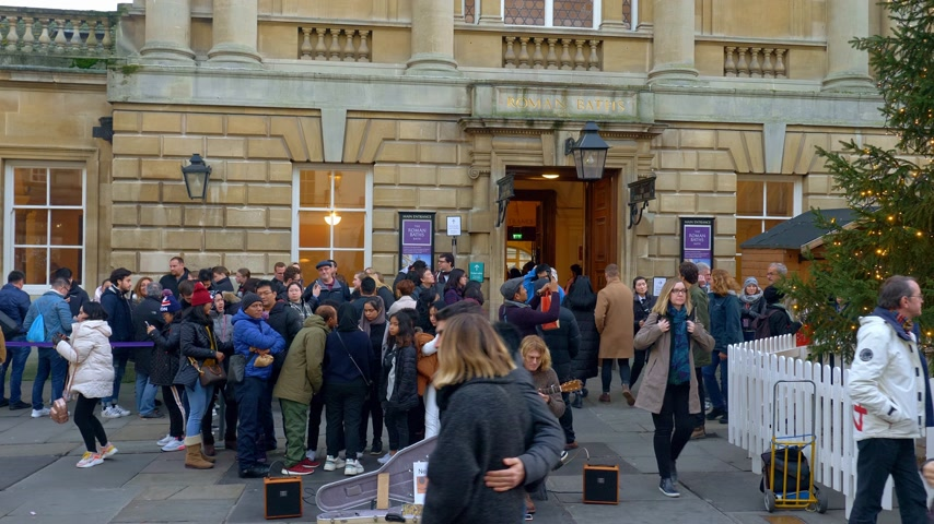 ornaments : Queue outside the Roman Baths in Bath England - BATH, ENGLAND - DECEMBER 30, 2019 Stock Footage