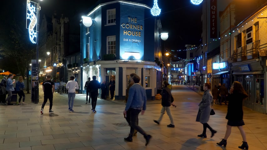 notas : City center of Cardiff Wales at night - CARDIFF, WALES - DECEMBER 31, 2019