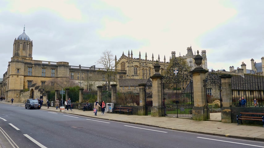 威信 : Christ Church Cathedral and Oxford University in Oxford England - OXFORD, ENGLAND - JANUARY 3, 2020