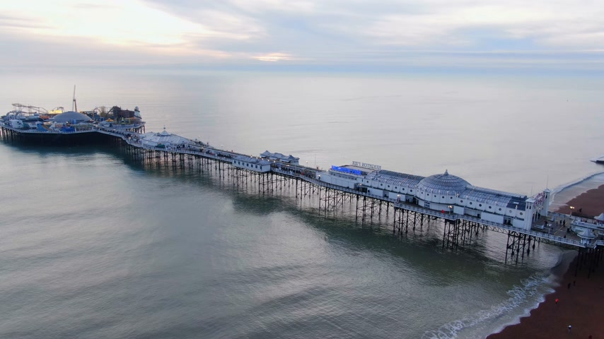 pabellon : Brighton Pier in England - aerial view - BRIGHTON, ENGLAND, DECEMBER 29, 2019