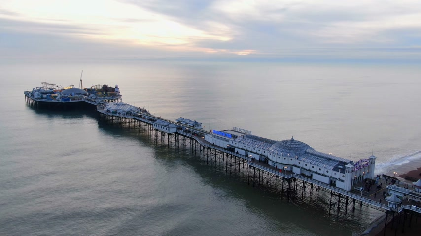 hilâl : Brighton Pier in the evening - beautiful aerial view - BRIGHTON, ENGLAND, DECEMBER 29, 2019 Stok Video