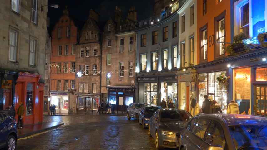 ilgi yeri : Colorful buildings in the historic district of Edinburgh - EDINBURGH, SCOTLAND - JANUARY 10, 2020