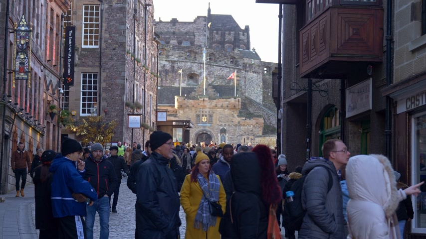 local de interesse : Cityscapes of Edinburgh Scotland - EDINBURGH, SCOTLAND - JANUARY 10, 2020 Stock Footage