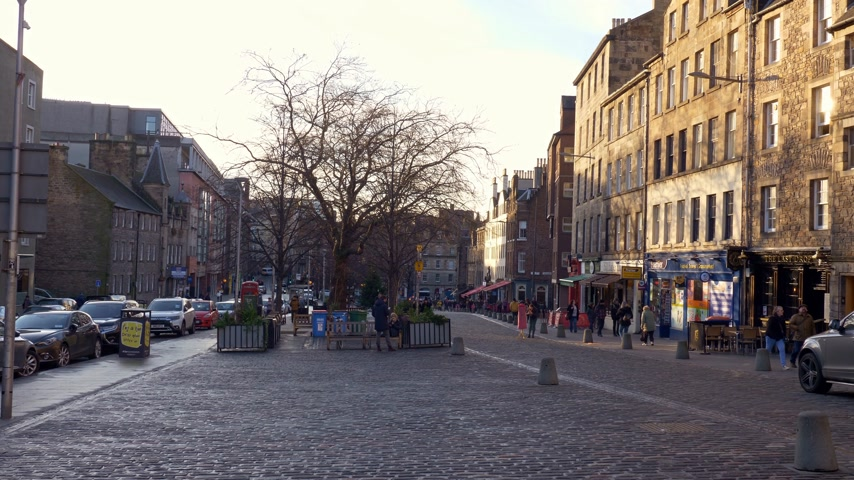 local de interesse : Beautiful Grassmarket in Edinburgh - EDINBURGH, SCOTLAND - JANUARY 10, 2020 Stock Footage