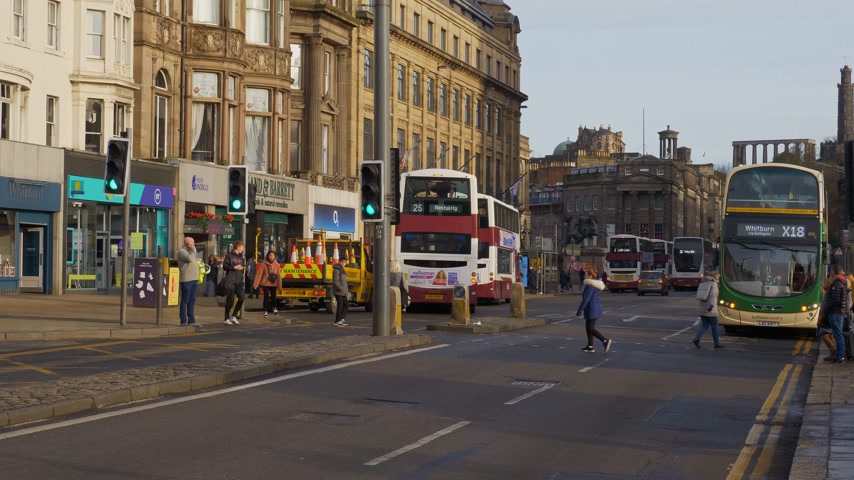 great britain : Famous Princes Street Edinburgh - EDINBURGH, SCOTLAND - JANUARY 10, 2020 Stock Footage