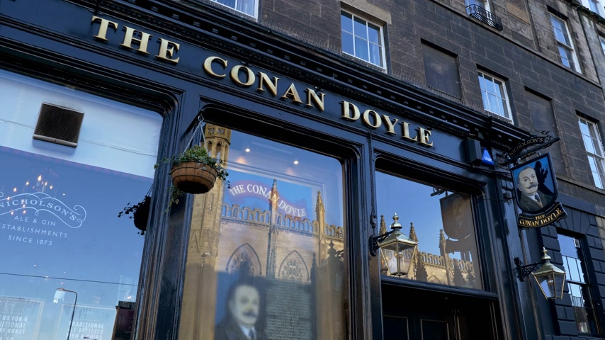 The Conan Doyle Pub in Edinburgh - EDINBURGH, SCHOTLAND - 10 JANUARI 2020 Stockvideo