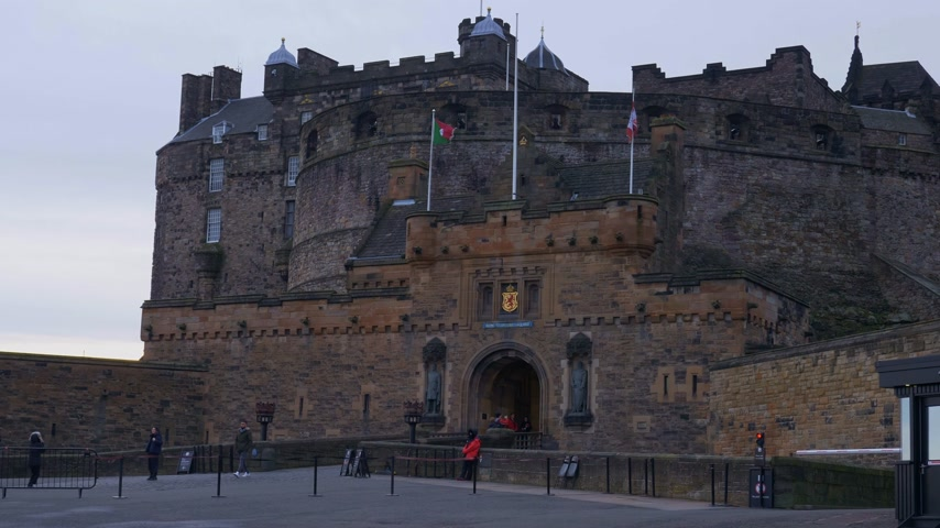 built : Edinburgh Castle on Castlehill in the historic district of Edinburgh - EDINBURGH, SCOTLAND - JANUARY 10, 2020 Stock Footage
